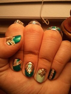 Nails of the Day. love this I want to know how she did it!