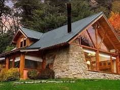 Casas Village House Design, Village Houses, Extension Veranda, House Yard, Log Cabin Homes, Mountain Homes, Wooden House, Stone Houses, House In The Woods