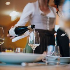 Weil guter Service ein Luxus ist. Bei uns werden Sie freundlich und aufmerksam betreut - auch vegane Küche und Diät-Pläne werden von uns gerne berücksichtigt. ⠀⠀ #diewasnerin #literaturhotel #literatur #lesen Yoga Hotel, White Wine, Planer, Alcoholic Drinks, Freundlich, Curly, Food, Style, Gourmet