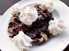 Somloi galuska - I need to make it sometime soon, one of my favorite Hungarian desserts Hungarian Desserts, Hungarian Recipes, Types Of Sponge Cake, Cake Cookies, Waffles, Sweet Treats, Food And Drink, Pudding, Sweets