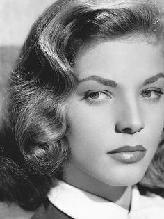 *-f* Lauren Bacall - 1944