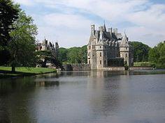 Le château de la Bretesche situé sur la commune de Missillac, dans le département  de la Loire-Atlantique, Pays de Loire, France.