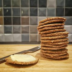 Low-carb kiks – bedre end digestive – Grill & Kokkerier - Tony Ball Lchf, Danish Food, Diabetic Desserts, Low Carb Recipes, Love Food, Tapas, Healthy Snacks, Food And Drink, Yummy Food
