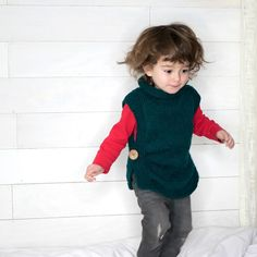 EASY Kids Sweater Free Knitting Pattern for kids sweaters EASY Kids Sweater Free Knitting Pattern - Gina Michele Kids Knitting Patterns, Knitting For Kids, Knitting For Beginners, Free Knitting, Baby Knitting, Kids Poncho, Baby Scarf, Baby Vest, Baby Pullover