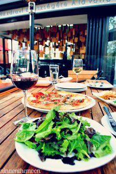 Santa Monica: Sonoma Wine Garden    AMAZING pizza and wine