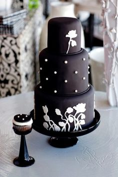 Black Poppy Cake | Oklahoma's Premier Wedding Cake Designer and Sugar Artist