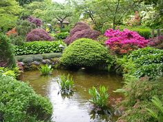 Feng Shui Garden Design Tips, Backyard Landscaping Ideas I would like a koi pond like this for my non-existent back yard.I would like a koi pond like this for my non-existent back yard. Japanese Garden Design, Chinese Garden, Japanese Gardens, Japanese Style, Jardin Feng Shui, Feng Shui Garden Design, Buchart Gardens, Pond Plants, Diy Garden