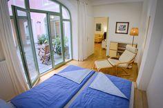 Das Schlafzimmer in dieser Ferienwohnung, Zugang zum Patio.