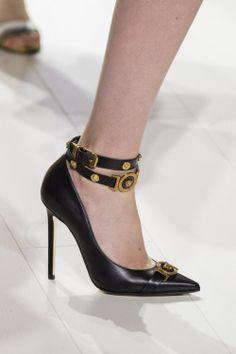 570eac822a8 19 meilleures images du tableau Chaussures versace
