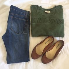 Green half sleeve sweater. Green Half sleeve sweater. 54% cotton, 40% nylon, 5% acrylic and 1% other fabrics. GUC. Sonoma Sweaters
