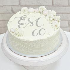 Toto bola doslova VÝNIMOČNÁ torta! Veď porozmýšľajte koľko ľudí vo vašom okolí môže osláviť 60-te výročie svadby? Je to taká vzácnosť! ❤️ Som nesmierne vďačná, že som na takú príležitosť mohla napiecť🥰 Eduard a Magdaléna, ste príkladom pre nás všetkých! Zdobenie bolo s jedlou krajkou po bokoch, krémovými iniciálkami, jedlými diamantmi (lebo je to diamantová svadba) a krásnymi jedlými ružičkami od @erik_valentovic . #60thanniversary #60tevyrocie #60tevýročiesvadby😍 #svadba #vyrocie… Cake, Desserts, Pink, Food, Pie Cake, Meal, Cakes, Deserts, Essen