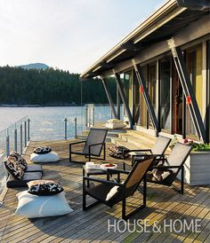 Find Your Cottage Style: 25 Modern & Minimal Summer Spaces Outdoor Rooms, Outdoor Living, Outdoor Furniture Sets, Beach Cottage Style, H & M Home, Modern Patio, Decks And Porches, Cottage Homes, Beach Cottages