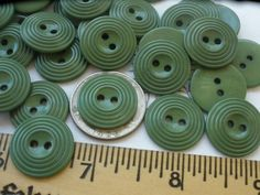 """1950/'s 24 Bright Blue Raised 2-hole 1//2/"""" Buttons Vintage Buttons"""