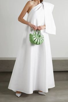 If you love Princess Diana's wedding dress or you're a bridal trendsetter, you'll want to hear the news: taffeta wedding dresses are back! Winnie Dress by Bernadette