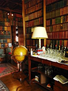 Madresfield Court near Malvern, Worcestershire, England. Beautiful Library, Home Libraries, English Style, Reading Room, Book Nooks, Decoration, Man Cave, Interior Design, Home Decor