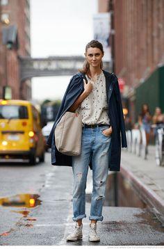 肩掛けファッションにオールスター。 - 海外のストリートスナップ・ファッションスナップ                              …