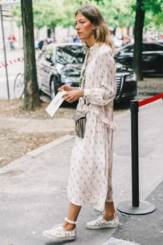 Wear dresses not so feminin greatness Looks Street Style, Looks Style, Mode Outfits, Fashion Outfits, Womens Fashion, Dress Fashion, Vans Converse, Vestido Baby Doll, Oldschool