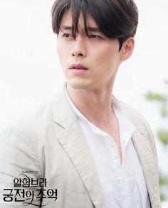 Hyun Bin in the series Memories of the Alhambra Hyun Bin, Kim Bum, Park Shin Hye, Asian Actors, Korean Actors, Secret Garden Korean, Joo Won, Korean Drama Movies, Kdrama Actors