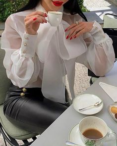 organza blouse and leather pants Classy Outfits, Chic Outfits, Modest Fashion, Fashion Dresses, Fashion Blouses, Trend Fashion, Womens Fashion, Traje Casual, Outfit Essentials