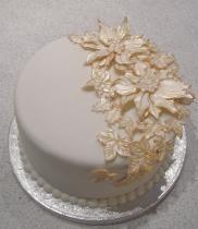 Poinsetta christmas cake picture.JPG :)