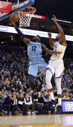 Memphis Grizzlies' Tyreke Evans (12) takes a shot against Golden State Warriors' Kevin Durant (35) in the third quarter at Oracle Arena in Oakland, Calif., on Wednesday, Dec. 20, 2017. (Nhat V. Meyer/Bay Area News Group)