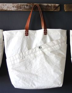 Surf Tote - Susan Hoff ( Made form recycled sails and leather horse tack ) Diy Sac, Sailing Outfit, Linen Bag, Tote Purse, Satchel Bag, Fabric Bags, Handmade Bags, Beautiful Bags, Purses And Bags