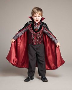 Midnight Vampire Dress-Up Set - Kids Vampire Dress Up, Costume Vampire, Vampire Boy, Costume D'halloween Fille, Costume Garçon, Girl Costumes, Scary Kids Halloween Costumes, Cute Costumes For Kids, Halloween 2016