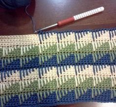Yarntails Crochet: Learning: The Spike Stitch - using hdc and nice balance of spike length/no to rows
