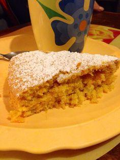 Torta Carote e mandorle. Trovate la ricetta completa su  http://breakfastinwonderland.wordpress.com