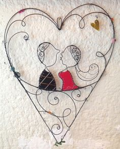 Namorados em Arame                                                                                                                                                                                 Mais Wire Crafts, Metal Crafts, Pip Studio, Wire Wrapped Jewelry, Wire Jewelry, Metal Art, Wood Art, Wire Wall Art, Wire Art Sculpture