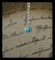 Hopeoitu kuparilanka ja helmiäislasihelmi. Diy Jewelry, Turquoise Necklace, Arrow Necklace, Diy Jewelry Making