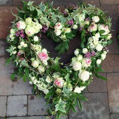 Just how to Get the Bride Bouquet and Groom Boutonniere Equilibrium? Funeral Flower Arrangements, Funeral Flowers, Floral Arrangements, Love Flowers, Paper Flowers, Funeral Sprays, Bouquet Delivery, Sympathy Flowers, Heart Wreath