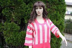 #Mode #Strickwaren #Pullover #gehäkelt #vintage #pink Aus meiner Strick- und Häkelwaren-Kollektion hier ein zauberhaftes Vintage-Damenmodell: Pulli mit Rundhalsausschnitt quer gehäkelt,...