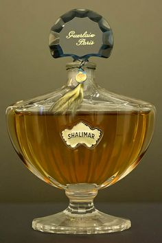 Parfum Guerlain, Bottle Images, Art Of Glass, Beautiful Perfume, Vintage Perfume, Perfume Bottles, Perfume Ad, Fragrance, Vanity Tables