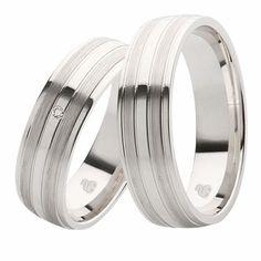 925 / – silver wedding rings, plain with cubic zirconia Cool Wedding Rings, Beautiful Wedding Rings, White Gold Wedding Rings, Wedding Bands, Rose Gold Moissanite Ring, Beautiful Diamond Rings, Classic Engagement Rings, 925 Silver, Zirconia Rings