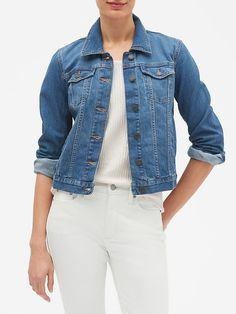 Petite Denim Jacket, Levi Denim Jacket, Denim Shirt, Denim Jeans, Best Jean Jackets, Jackets For Women, Shirt Outfit, Cool Outfits, Capsule Wardrobe