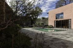 Luis Barragán | Casa Prieto López | El Pedregal, Mexico DF | 1947-1950 Residential Architecture, Architecture Design, Photocollage, Facade House, The Places Youll Go, Patio, Mansions, Landscape, House Styles