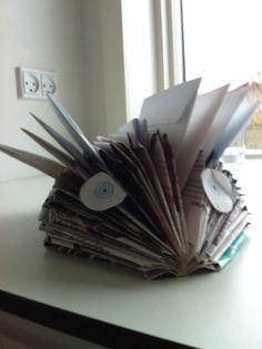 Jeg har lavet et pindsvin til at holde mine breve vis i også vil lave sådan en skal i bruge : et blad held og lykke med det