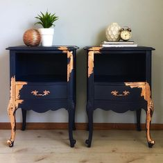 I've officially joined the ✨✨copper craze✨✨ SO obsessed with this gorgeous copper leaf paired with navy blue! These glamorous side tables…. , I've officially joined the ✨✨copper craze✨✨ SO obsessed with this gorg. Black Painted Furniture, Refurbished Furniture, Paint Furniture, Upcycled Furniture, Furniture Projects, Furniture Makeover, Bedroom Furniture, Furniture Design, Diy Projects