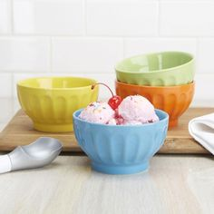Serve dessert in style with our Sorbet Ice Cream Bowls. These multi-coloured bowls add an extra splash of excitement to every ice cream party.   Oven, microwave, dishwasher and freezer safe. Food safe glaze.
