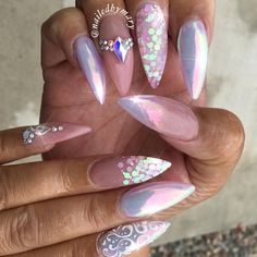 """797 Likes, 10 Comments - ✨Mary✨ (@nailedbymary) on Instagram: """"Chrome and pink champagne."""""""