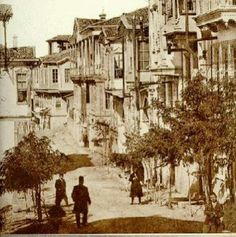 Hisarönü caddesi 1904 Old Pictures, Old Photos, Urban Architecture, Ottoman Empire, Historical Pictures, Old City, Ankara, Amazing, Beautiful Places