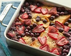 Gluten-Free Baked Berry French Toast Recipe #frenchtoast #breakfast #glutenfree