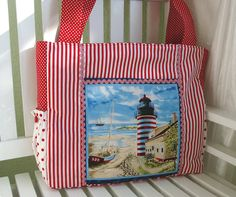 Strandtasche mit maritimen Flair!  Die Strandtasche ist aus Baumwollstoff genäht und mit einer witzigen sommerlichen Vordertasche versehen. Das P...