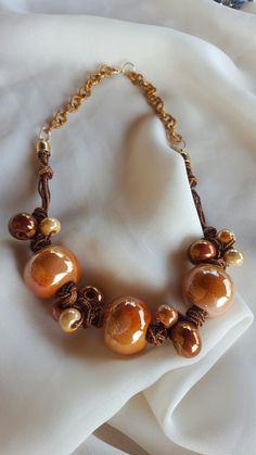 Collana con nodi e perle