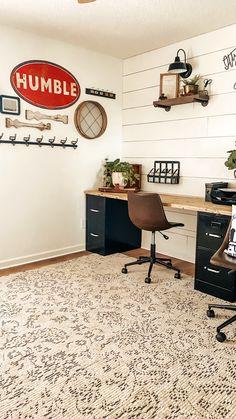 Home Office Design, Home Office Decor, Diy Home Decor, Office Ideas, Farmhouse Office, Modern Farmhouse Decor, Living Room On A Budget, Living Room Decor, Decorating Ideas For The Home Living Room