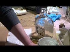 Altered bottel.  Een video over hoe een fles te alteren. Als basis wordt gebruikt een mix van 1 deel maizena 1 deel witte verf en een half deel witte lijm.   Erg leuk om te kijken en je een idee te geven