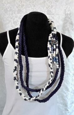 Pretty Two Toned Navy and White with a Glass Heart Pendant Handmade Flowers, Navy And White, Women's Accessories, Trending Outfits, Unique Jewelry, Handmade Gifts, Vegan, Pendant, Heart