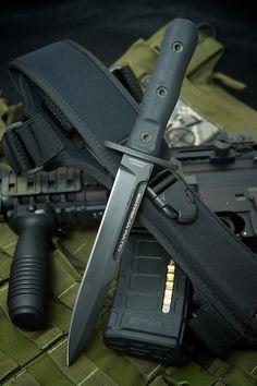 Extrema Ratio Knives, military knife, 39-09 Operativo. Weight 360g.