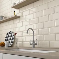Wall tiles my new kitchen ideas кирпич. Cream Kitchen Walls, Brick Tiles Kitchen, Metro Tiles Kitchen, White Brick Tiles, Kitchen Backsplash, Black And Cream Kitchen, Cream Gloss Kitchen, Countertop, Decorating Kitchen